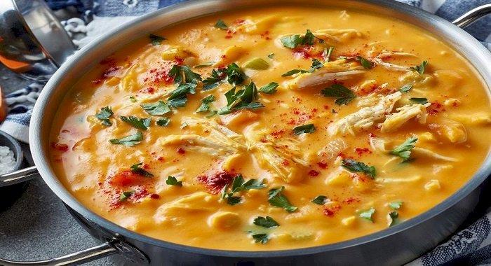Supă-cremă de morcovi şi curcan