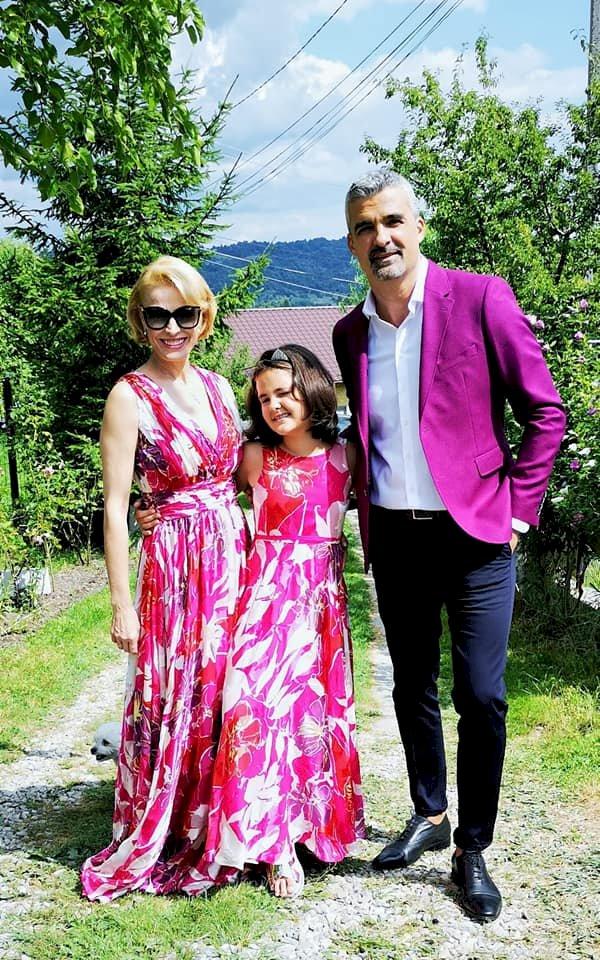 """Monica Davidescu, despre fiica ei Dora: """"A învățat să dăruiască din jucăriile ei pentru copii care nu au posibilități"""