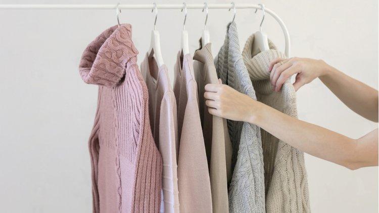 Este trendul momentului! Cum să porți puloverul dacă îți dorești o ținută stylish?