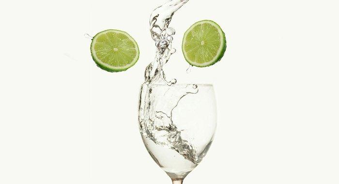 Băutura detoxifiantă cu pătrunjel și zeamă de lămâie care îți curăță ficatul